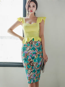 CM-SF050627 Women Charming Seoul Style Flouncing Blouse With Floral Skinny Skirt - Set