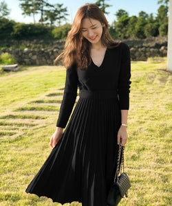 CM-DF112610 Women Preppy Seoul Style Long Sleeve V-Neck Pleated Knitting Midi Dress - Black