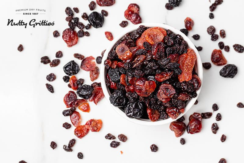 Mix Berries - Dried Cranberries, Blueberries, Strawberries, Black Currants - Healthy Snack for Kids and Adults - 100g
