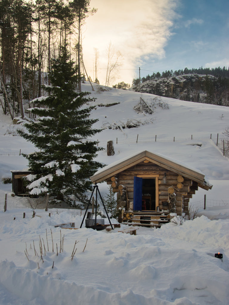 Cabin in the snow at Holum Gård