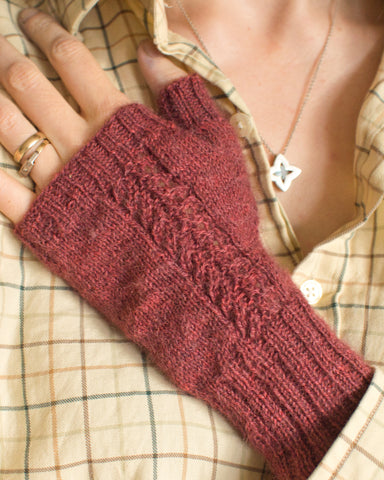 Wynsum Mitts knitted in Caia Baby Alpaca