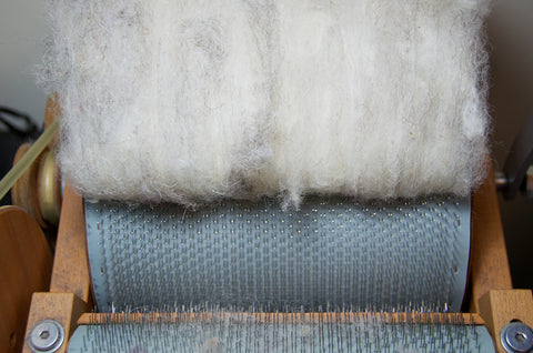 Removing wool from the drum carder