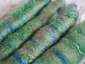 Marsh light – Green and blue batts – Kid mohair, Bluefaced Leicester, and merino fibre (25 g)