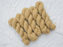 Load image into Gallery viewer, Mendip 4-Ply – Tea pale (Natural dye)
