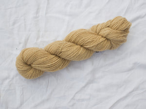 Mendip 4-Ply – Tea pale (Natural dye)