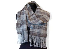 Load image into Gallery viewer, Hand-woven scarf in grey wool and soy