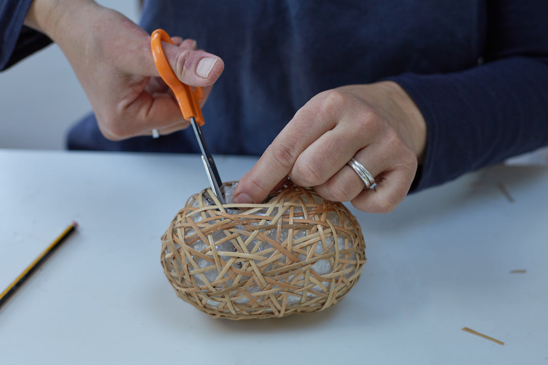 Make a decorative woven basket