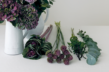 Load image into Gallery viewer, Make a classic flat bouquet