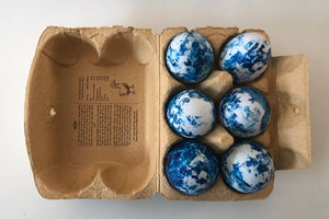 Marbled eggs in carton