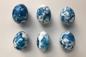 Marbled eggs in denim blue