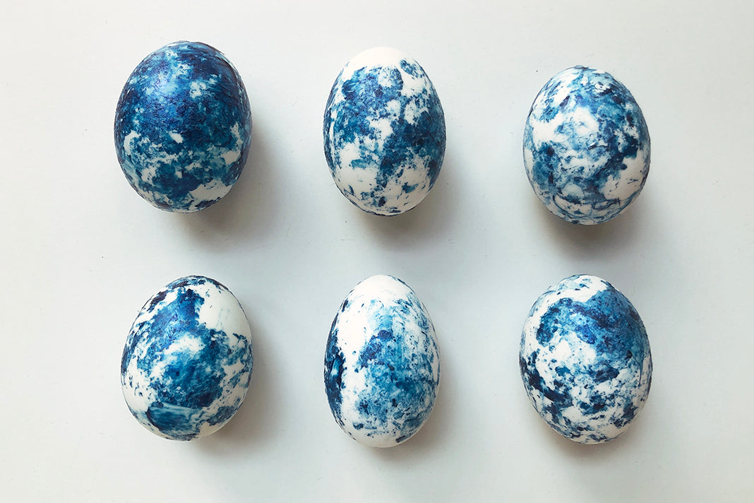 Make decorative marbled eggs