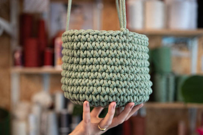 Crochet a Hanging Plant Pot: Course + Kit