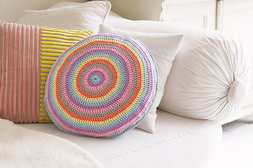 Crochet a rainbow cushion cover
