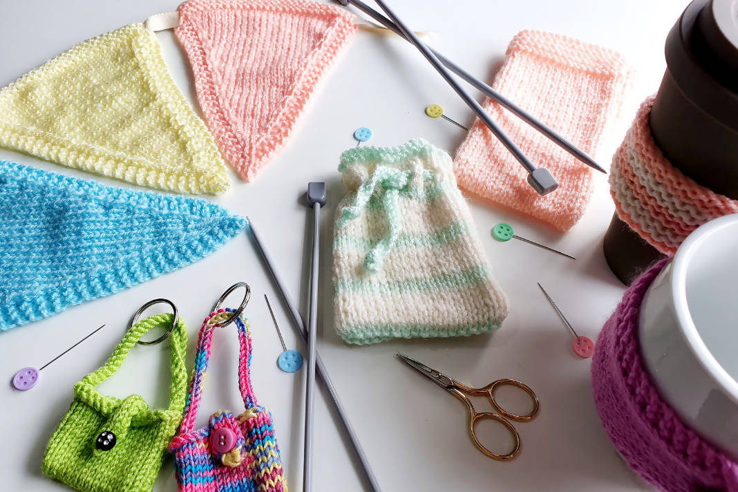 Learn How to Knit with Live Lessons