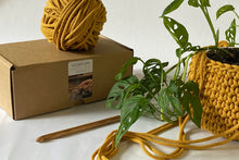 Load image into Gallery viewer, Crochet a Hanging Plant Pot: Course + Kit