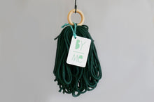 Load image into Gallery viewer, Make a simple macramé knot plant hanger: Course + Kit