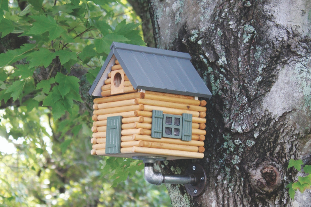 Make a log cabin birdhouse