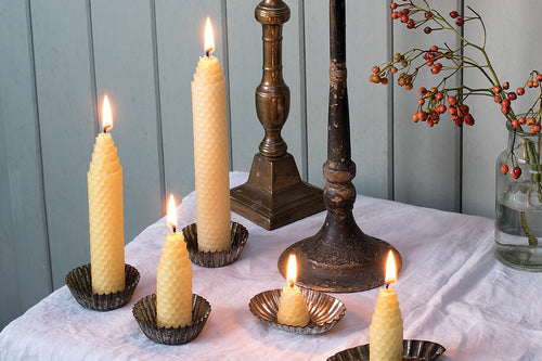 Make a rolled beeswax candle