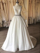 Load image into Gallery viewer, Calle Blanche Wedding Dress Size 4