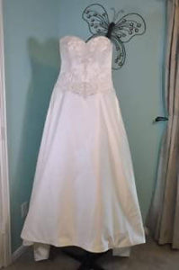 Beautiful Ivory Never Worn Wedding Dress!