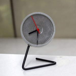 DOTTED TWISTICK CLOCK