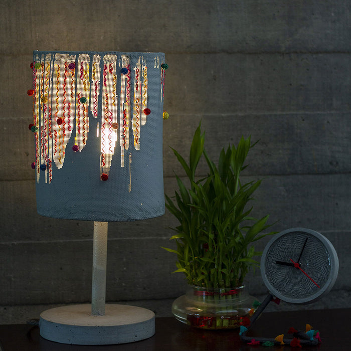TASSELS TABLE MESH LAMP