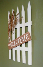 Welcome pallet sign right side view