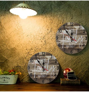 pallet wood family clock