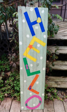Welcome everyone with a hello pallet sign