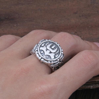 adjustable wolf paw viking ring close up pic
