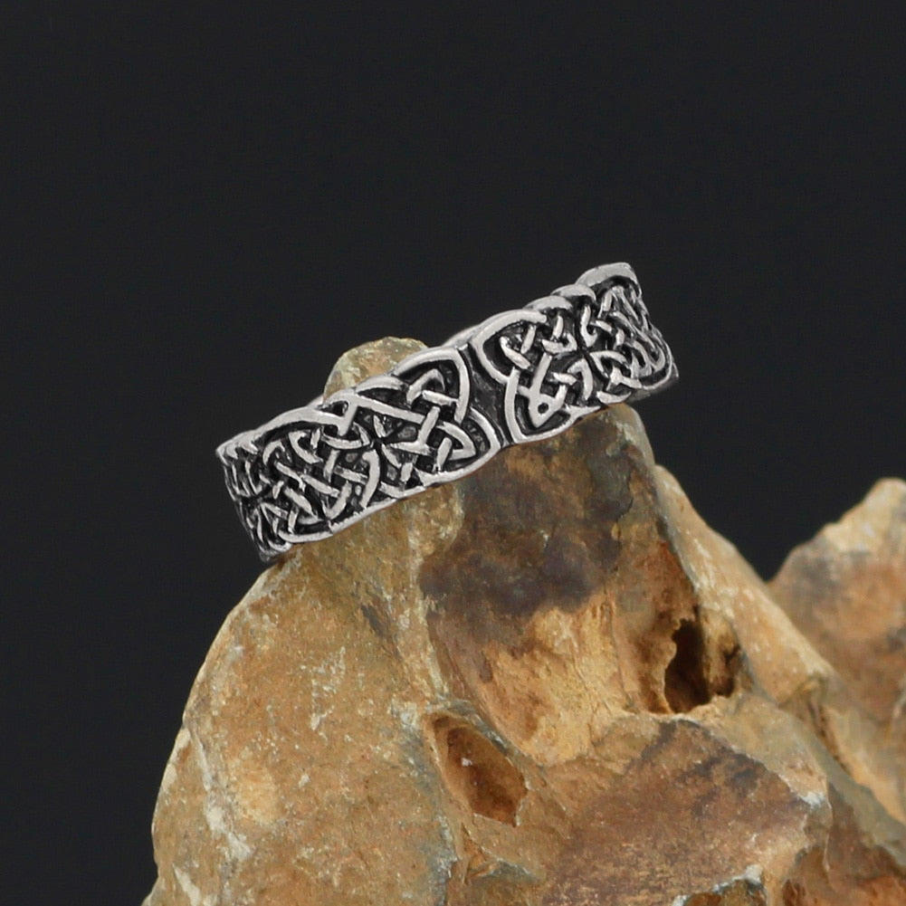 Celtic knot rings for men and women