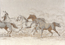 Laden Sie das Bild in den Galerie-Viewer, Horses brown Horses brown
