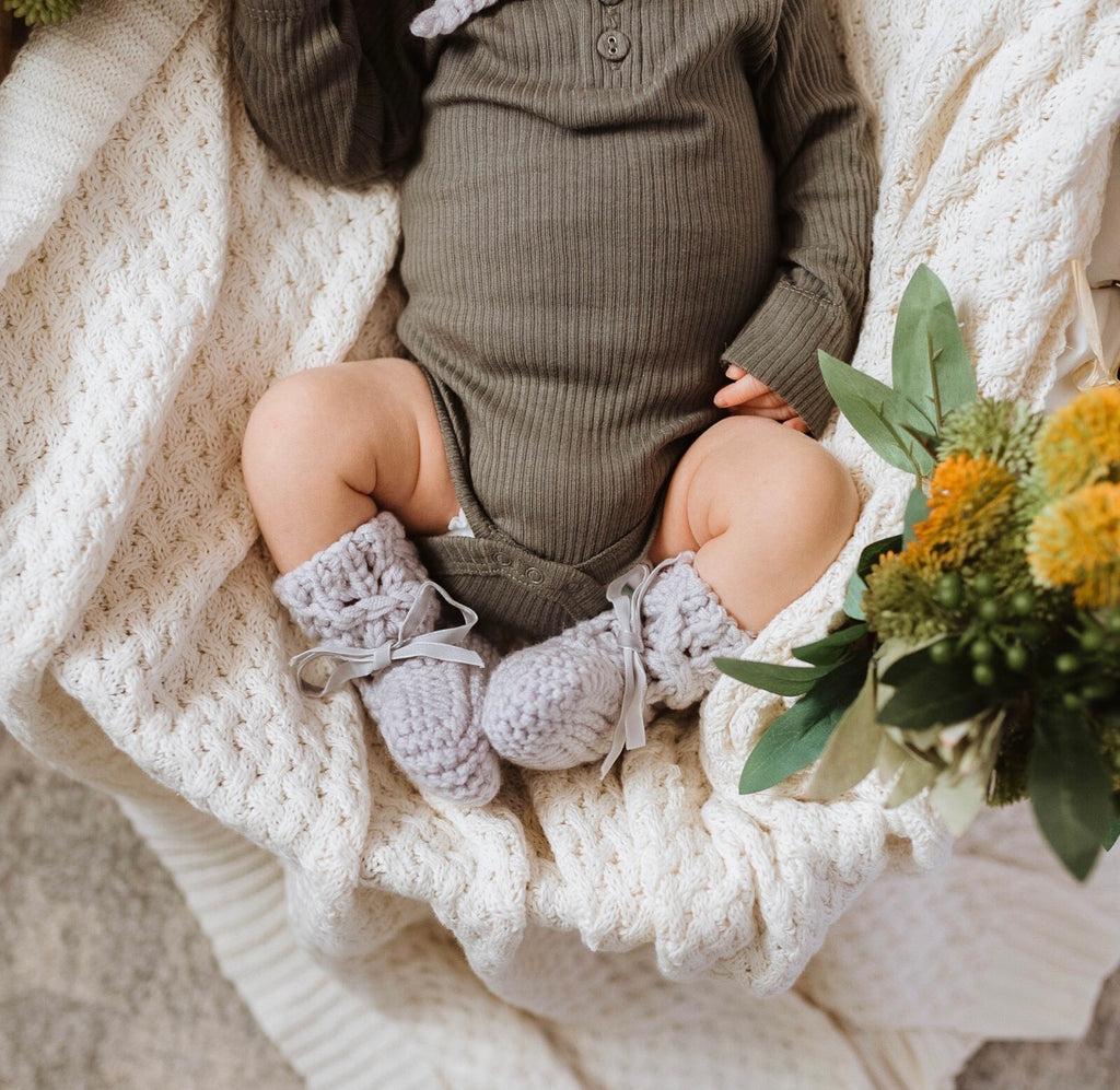 Merino Bonnet and Booties- Grey