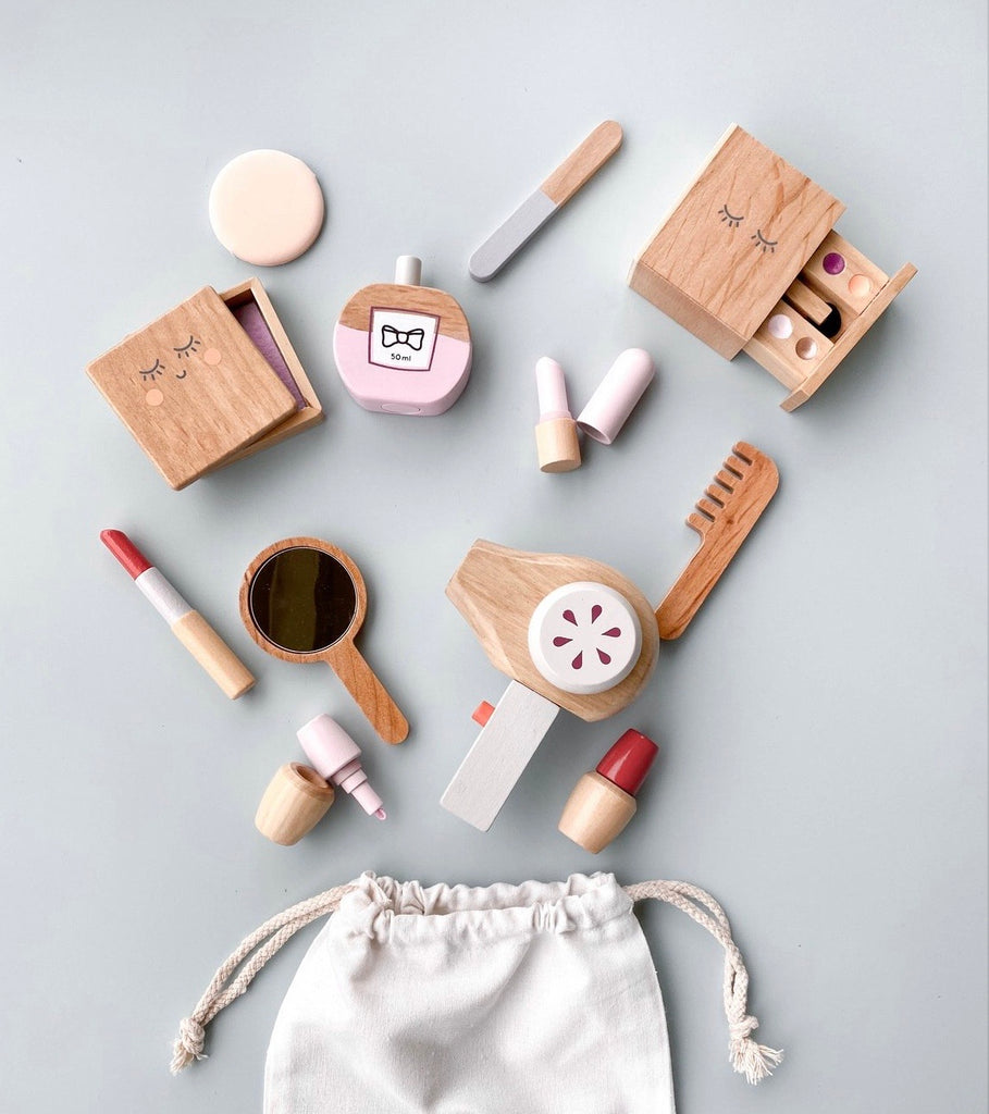 Wooden beauty set