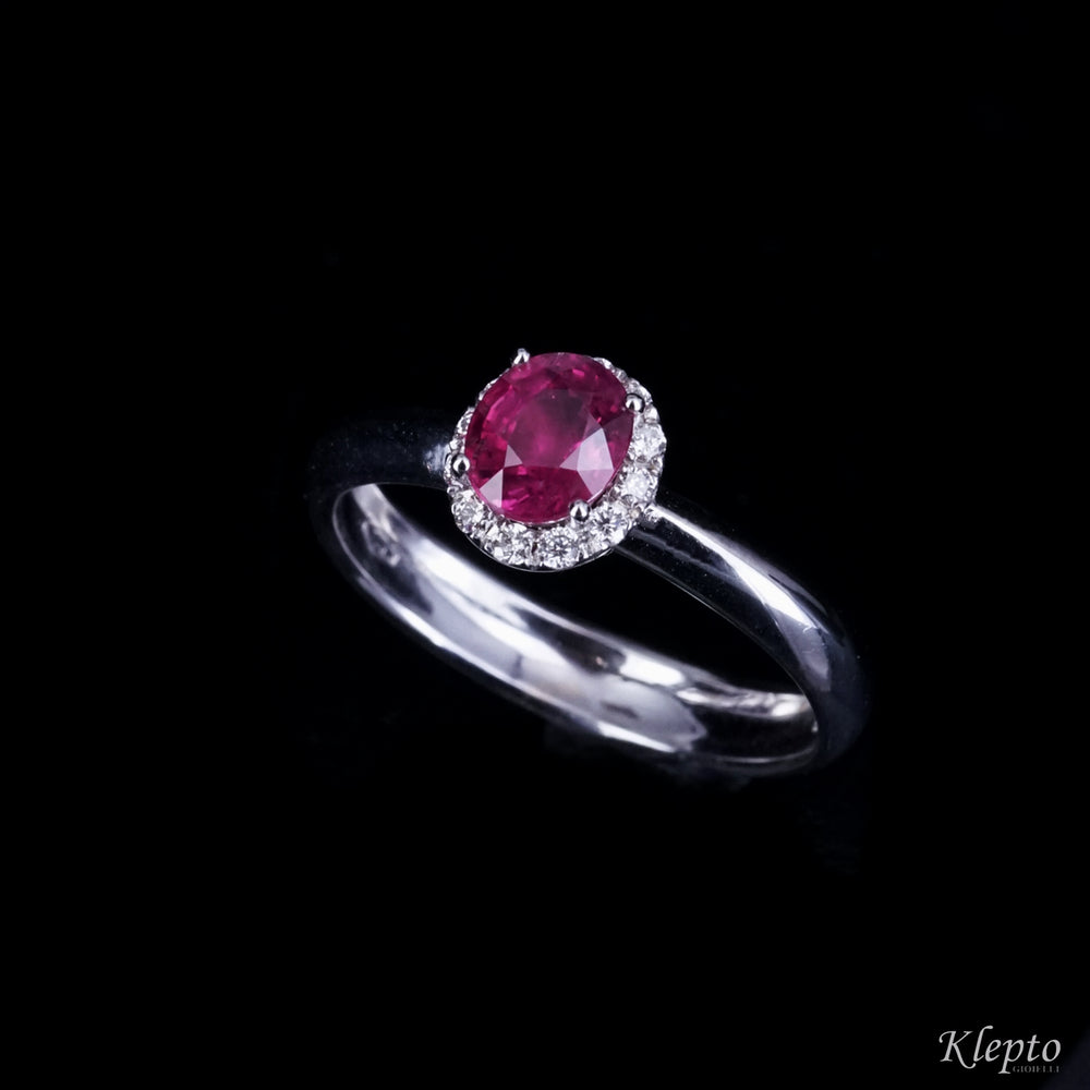 Classic ring in white gold with Ruby and Diamonds contour