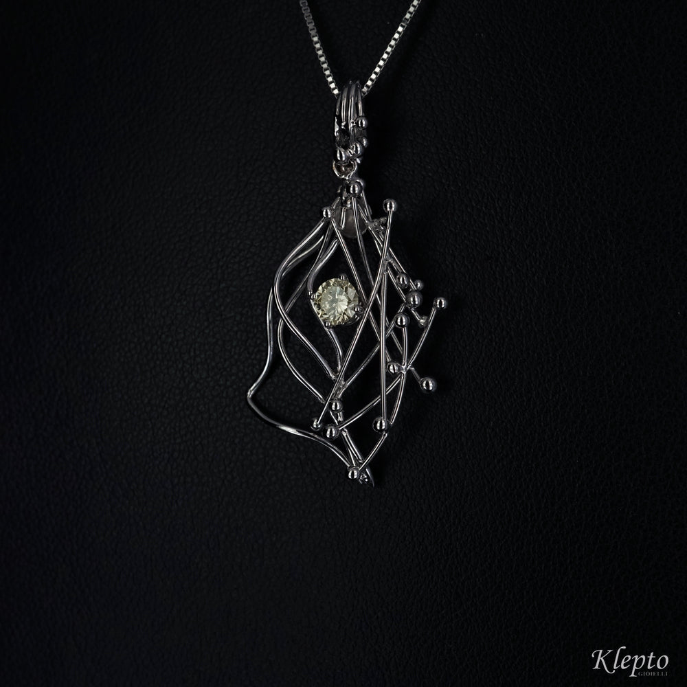 White gold pendant with Fancy Diamond