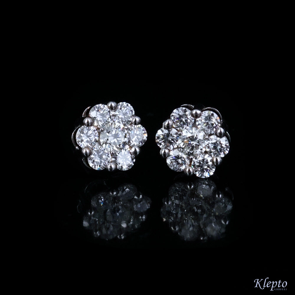 White gold earrings with Flower Diamonds.