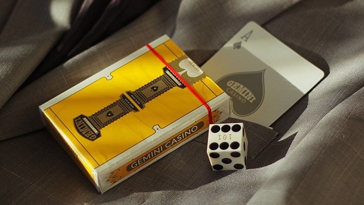 Gemini Casino Yellow Playing Cards