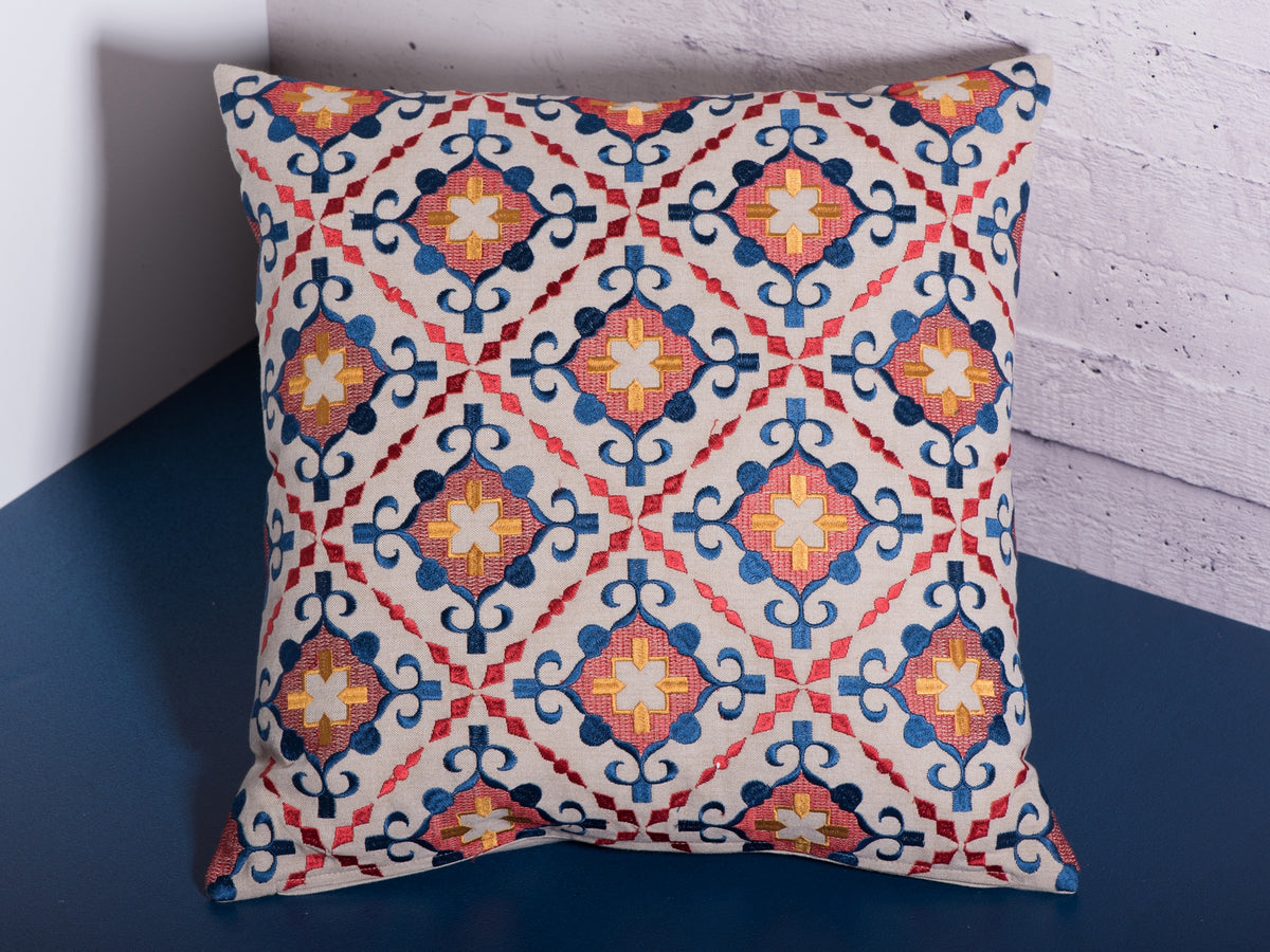 18 x 18 in pattern decoration cushion by Déniché Boutique