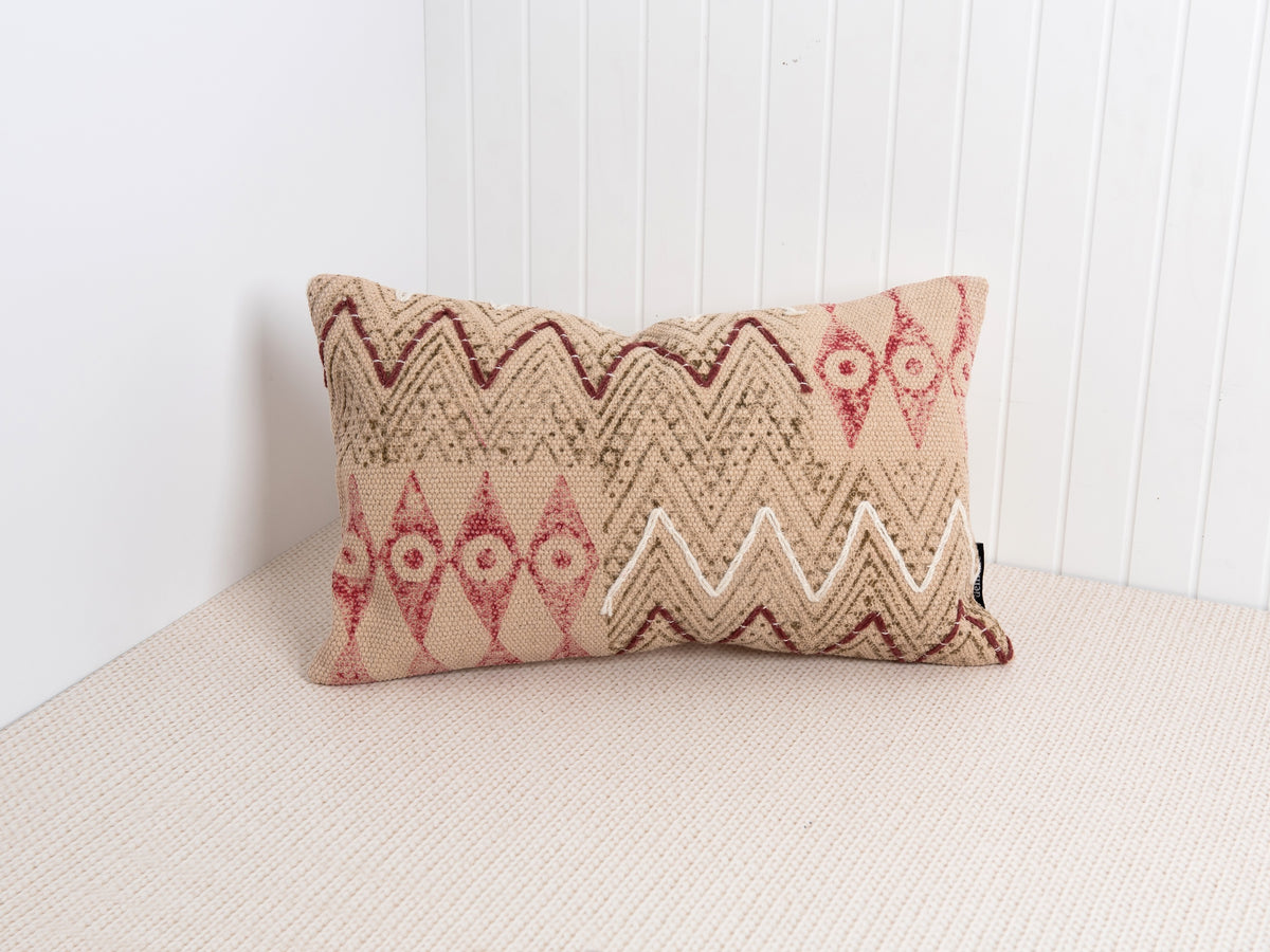 Zag pillow