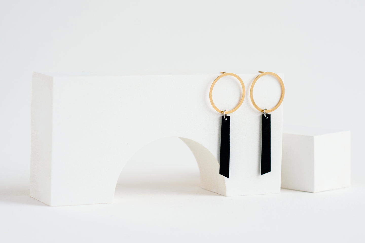 Axis Earring Black