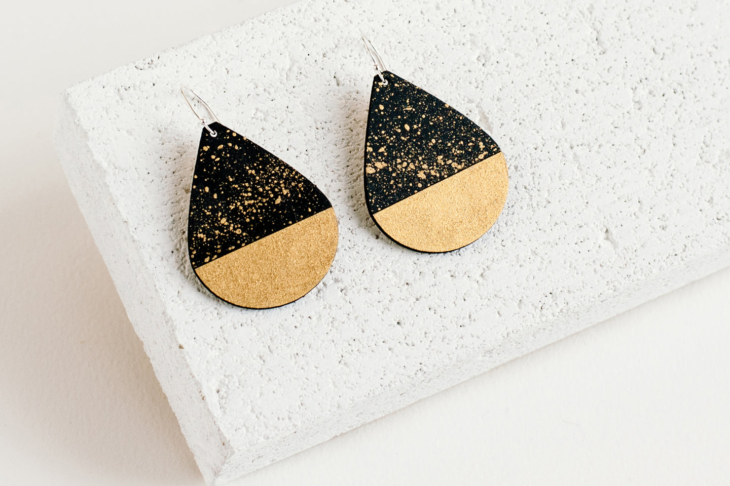 Drop Earring Black Fleck