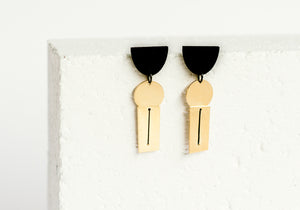 Threaded Earring Black