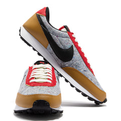 NIKE WOMEN'S DAYBREAK QS (GOLD SUEDE/BLACK-UNIVERSITY RED-SAIL)
