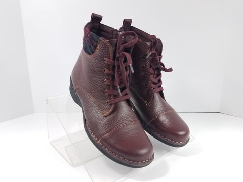 Clarks Collection Burgundy Zip Low Heel Ankle Women Fashion Boots Size 7