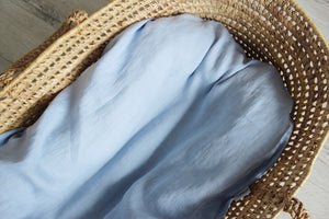 Light blue linen baby nest