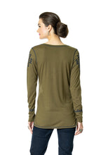 Load image into Gallery viewer, DDR Rocky Ridge Long Sleeve Embrodiered Tee in Alfalfa Green 6Whiskey six whisky T3374