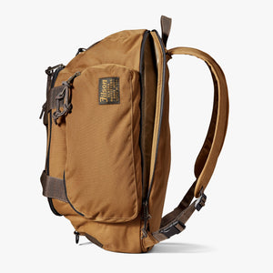 Filson backpack at six whisky in whiskey color