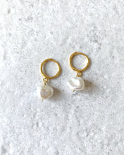 Load image into Gallery viewer, SIMPLE PEARL EARRINGS