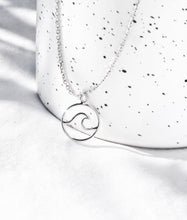 Load image into Gallery viewer, LITTLE WAVE NECKLACE SILVER